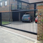 Metal-Contemporary-Driveway-Gates