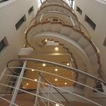 escaliers-circulaires-a-limons-centraux-pour-batiments-tertiaires-160680